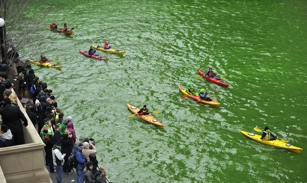 Chicago river goes green