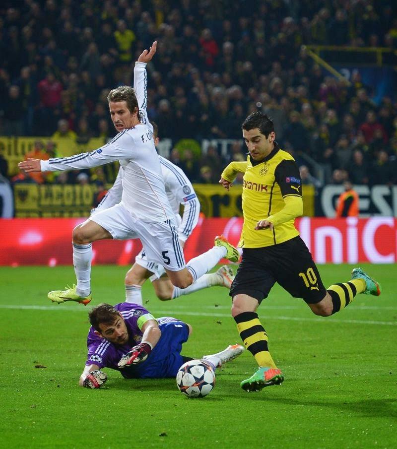 Mkhitaryan dribla a Casillas