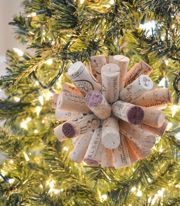DIY, Bola de Navidad con Corchos