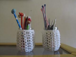 Vidrinho coberto por crochet - porta-lápis ou velas