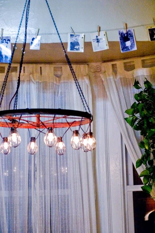 Apartmunt DIY Wagon wheel chandelier