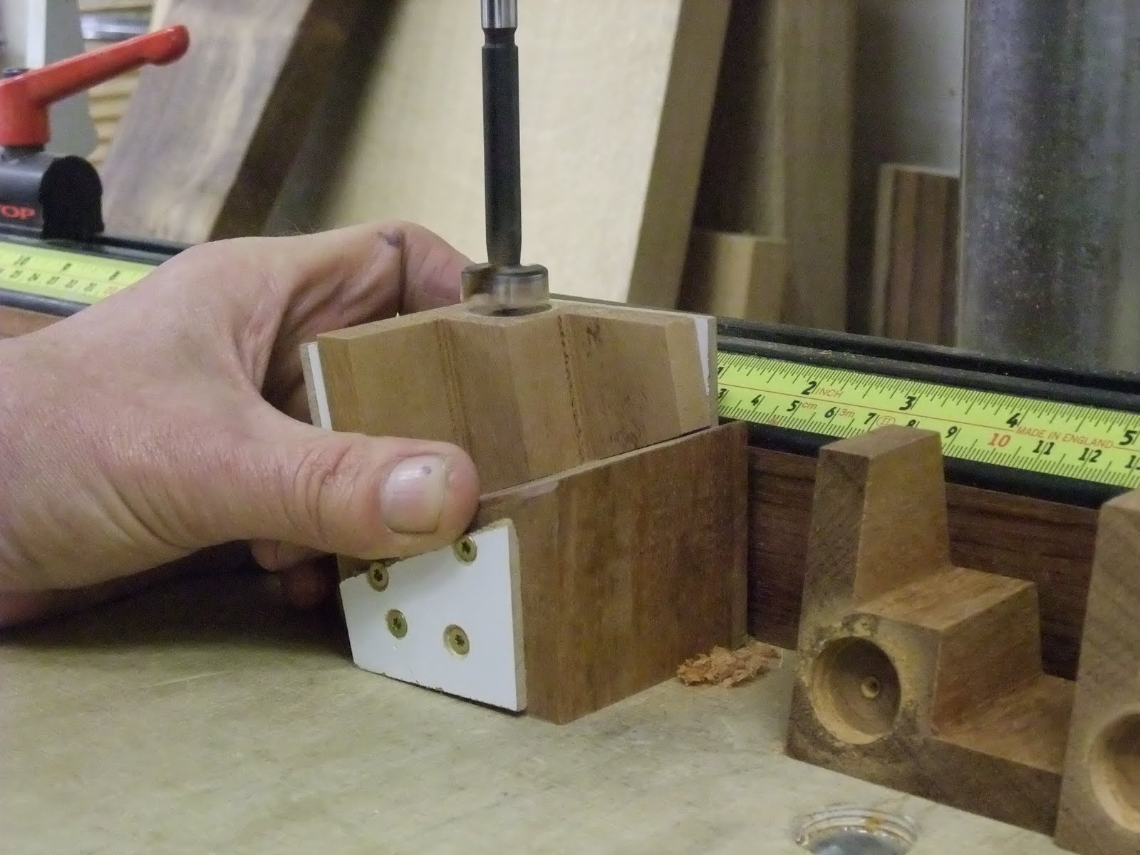 David Barron Furniture: Home Made Magnetic Dovetail Guide
