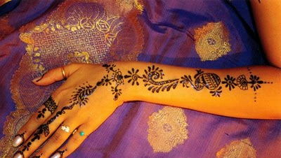 Give A Touch Of Temporary Tattoos Are Better Than The Painters Hand In India This Shows How Painted Style Wedding Is Very High Art