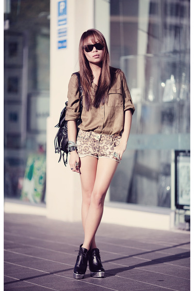 leopard print shorts and high heels, fashion, blog, fashion-distraction