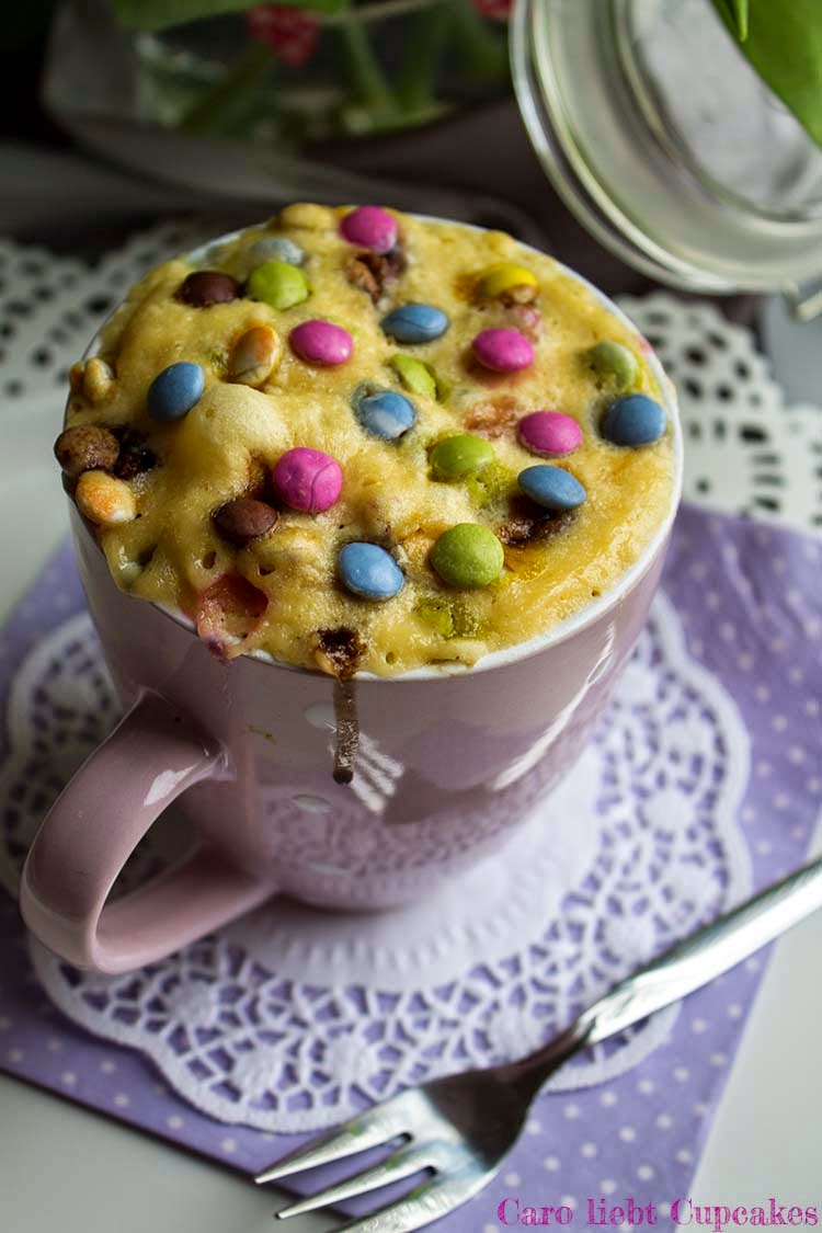caro liebt cupcakes rezept 3 minuten tassenkuchen mit smarties. Black Bedroom Furniture Sets. Home Design Ideas