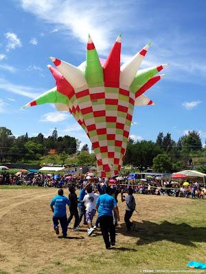 globo de papel gigante en oaxaca
