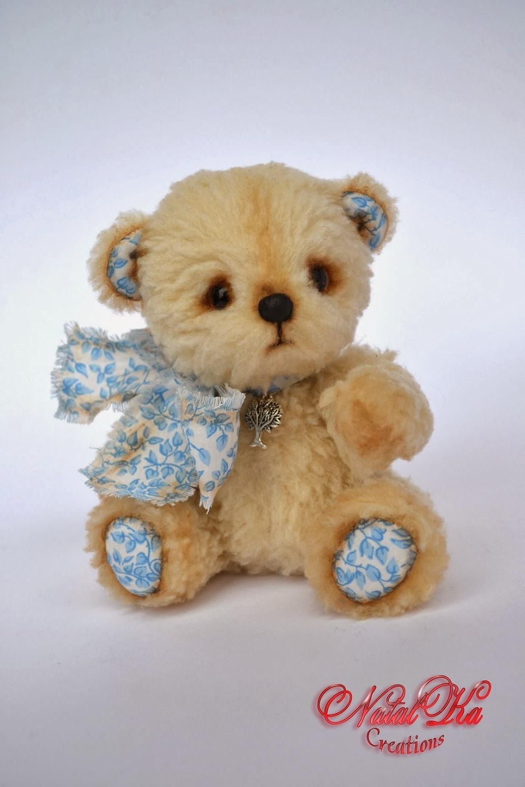 Artist teddy bear handmade by NatalKa Creations. Künstler Teddybear handgemacht von NatalKa Creations.