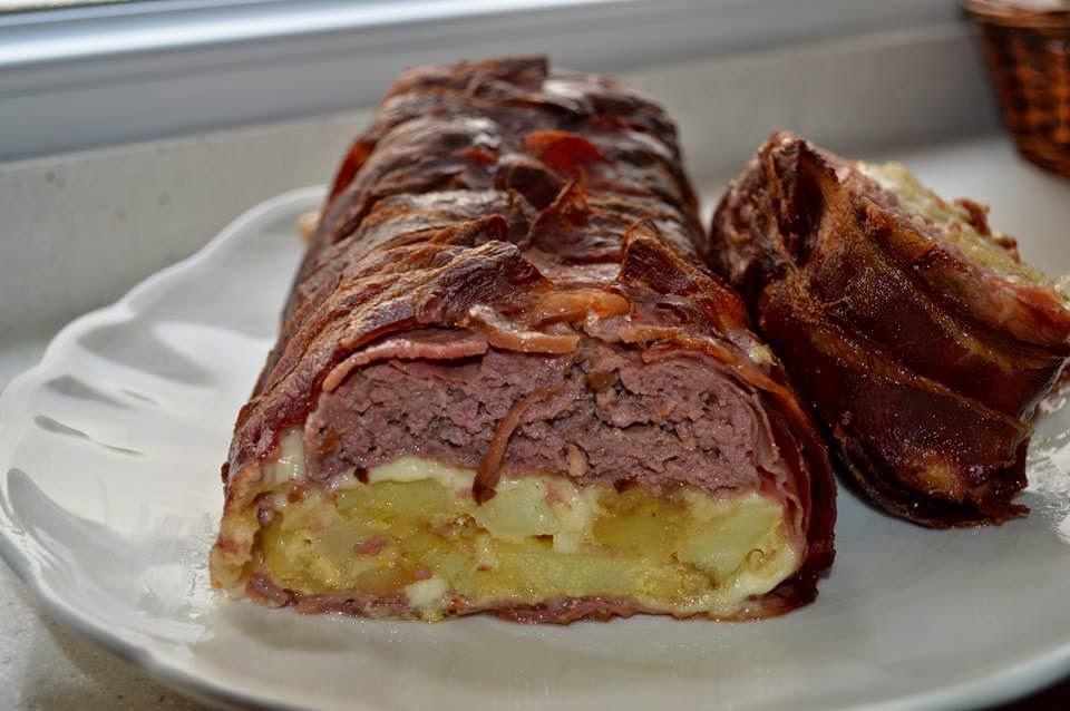 Pastel de carne, patatas, beicón y queso