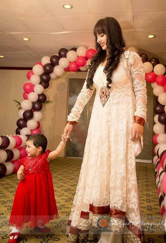 Noor And Her Daughter Pictures She Is Looking Cute In These Well Just A While Now We Are Hearing News That Again Going To Be