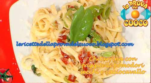 Chiatarrina di pasta con friggitelli pomodori secchi e caciocavallo ricetta La Prova del Cuoco