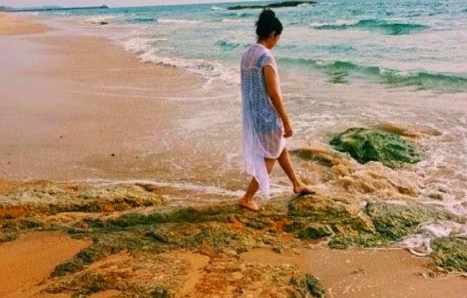 Gambar Pakaian Pandang Telus Adik Neelofa Di Tepi Pantai Tersebar