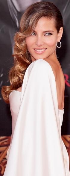 Elsa Pataky con cabello ondeado