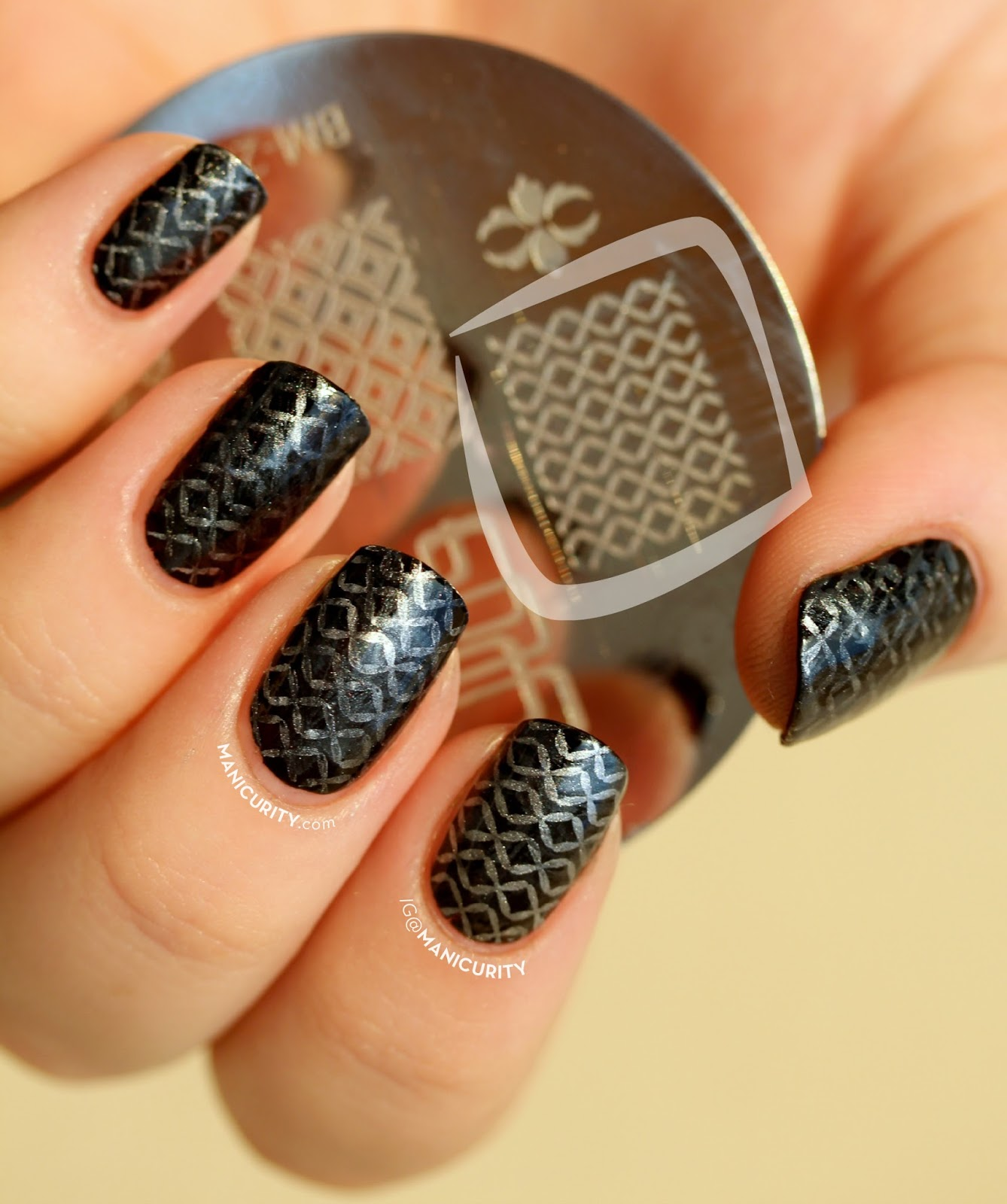 The Digit-al Dozen: Chain Mail Nail Art inspired by Game of Thrones - nails stamped with Bundle Monster BM 203, Cult Nails Fetish, Sally Hansen Xtreme Wear Gunmetal, Essie Mirror Metallics No Place Like Chrome | Manicurity.com