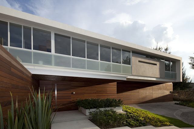 Wood and concrete facade of the FF House in Mexico