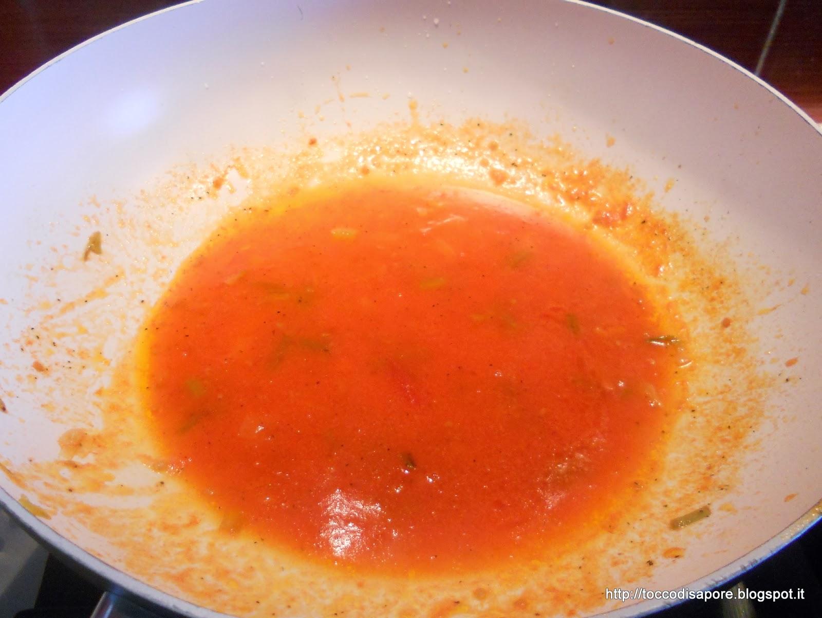 Salsa di pomodorini in cottura