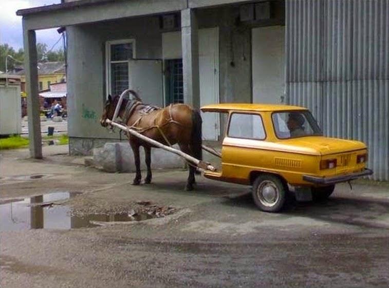 Voiture coupée en deux pour faire une charette à cheval