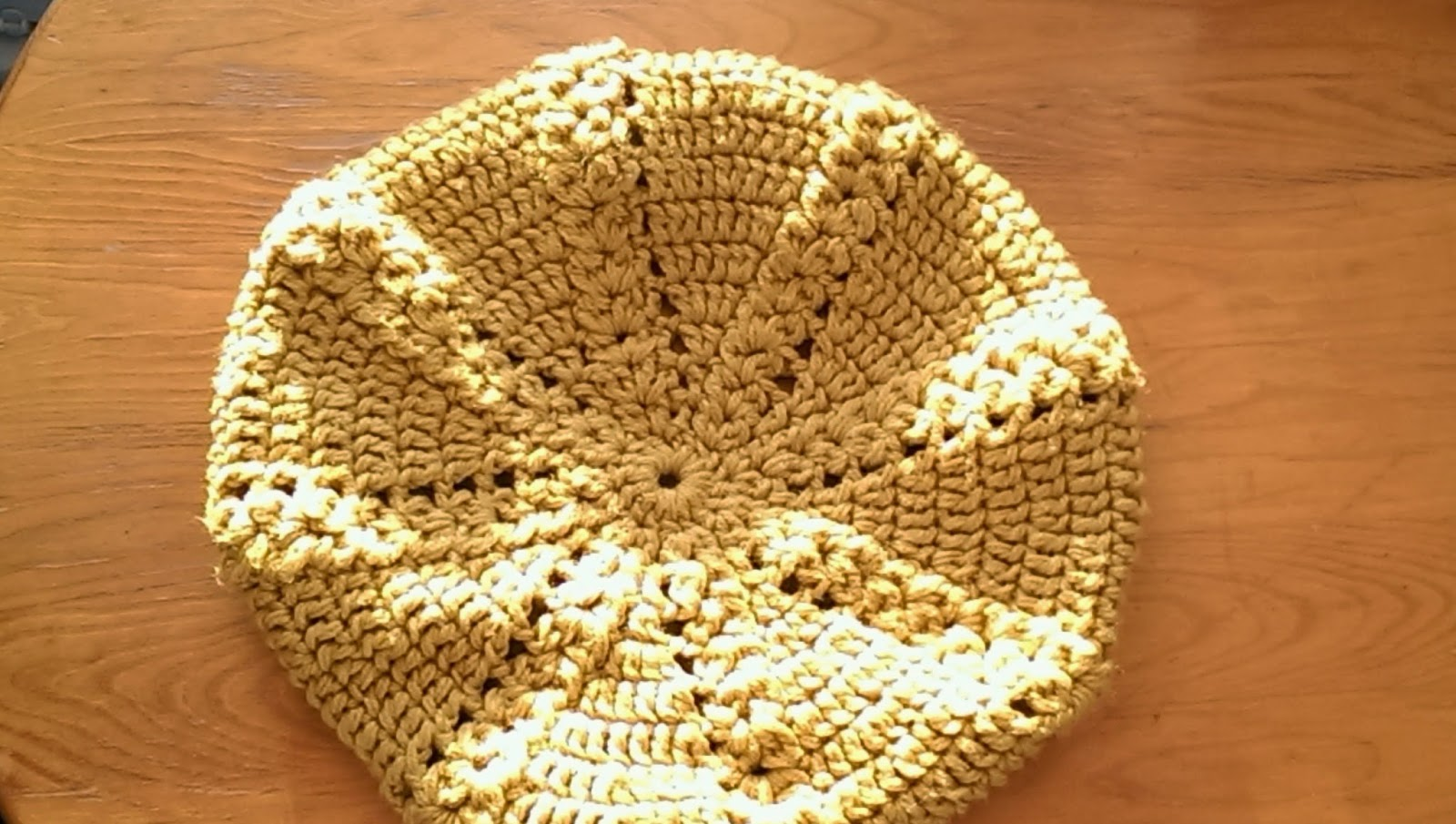 Żółty beret