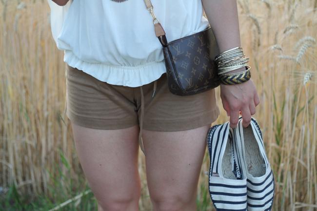 lavneder star - how to style boho meets espadrij - boho chic look - outfit - fashionblogger  - streetstyle - austrianblogger - sommer look outfit - summer look outfit - bik bok shirt - louis vuitton pochette accessoires - h and m shorts beige - espadrilles espadrij - ray ban erika - kaernten - carinthia - koettmannsdorf