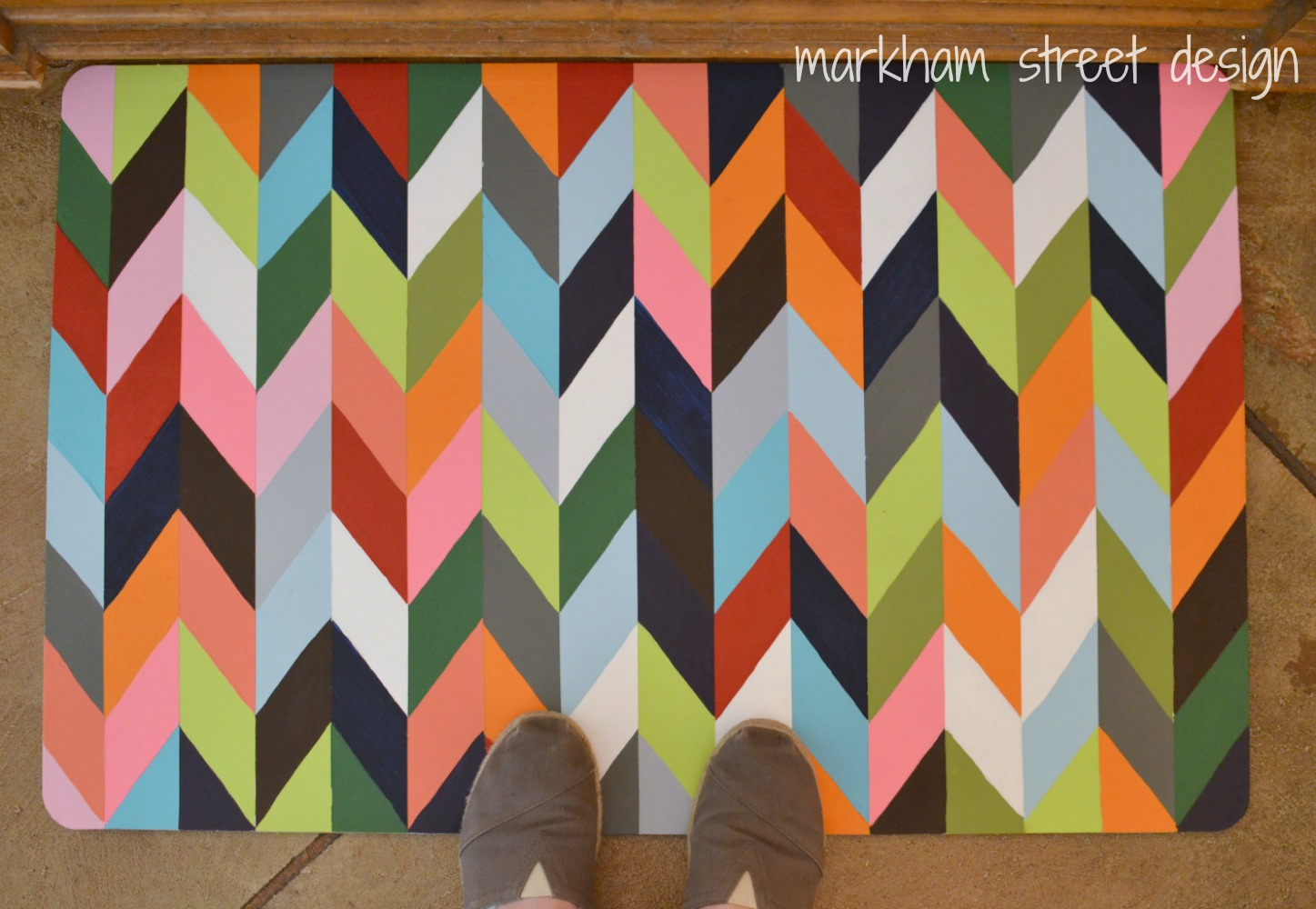 Charmant Chevron Painted Kitchen Mat