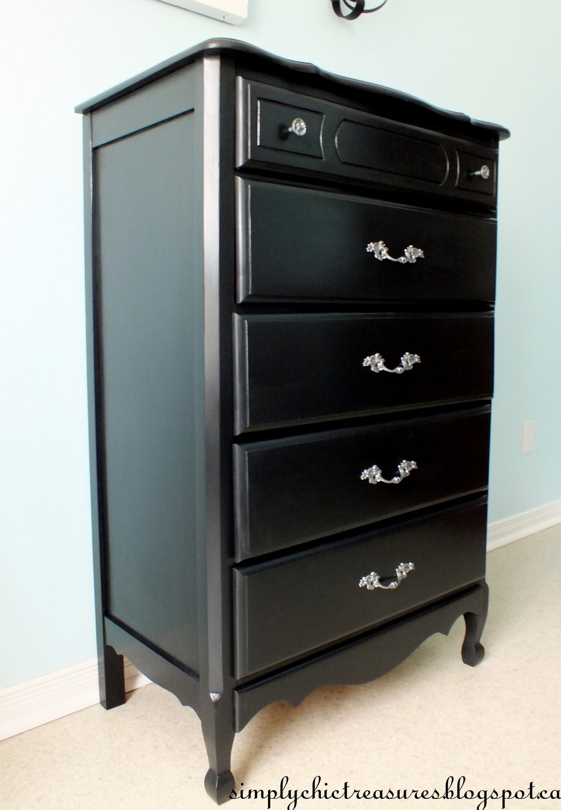 simply chic treasures a black french provincial dresser for hannah. Black Bedroom Furniture Sets. Home Design Ideas