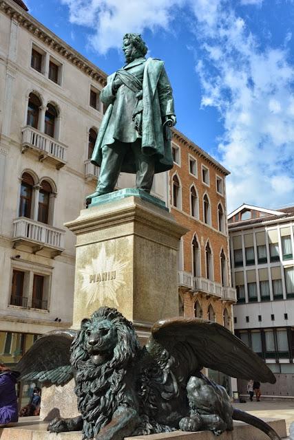 Venice General Impressions statue lion