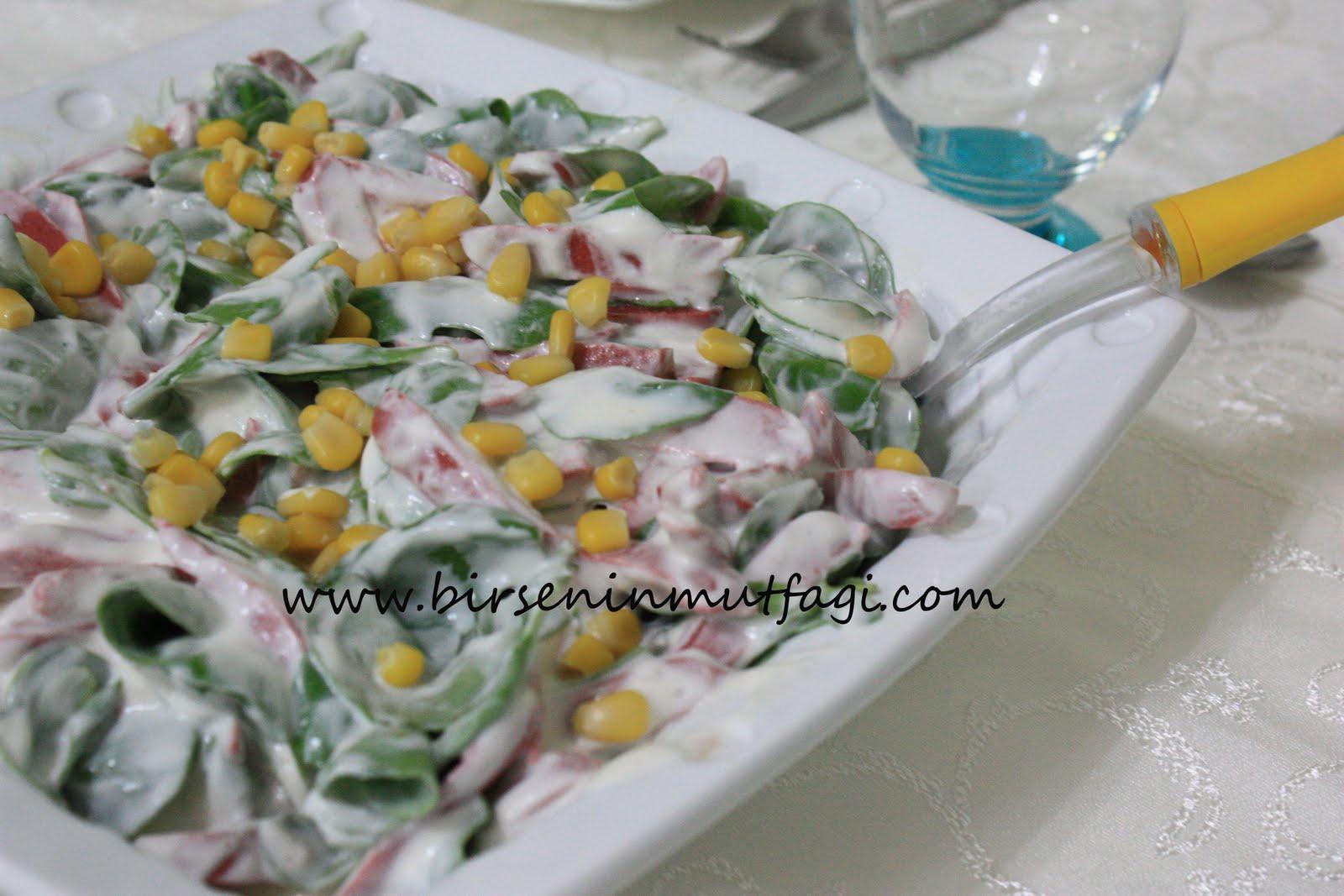 Semizotu Salatası (Yoğurtlu)
