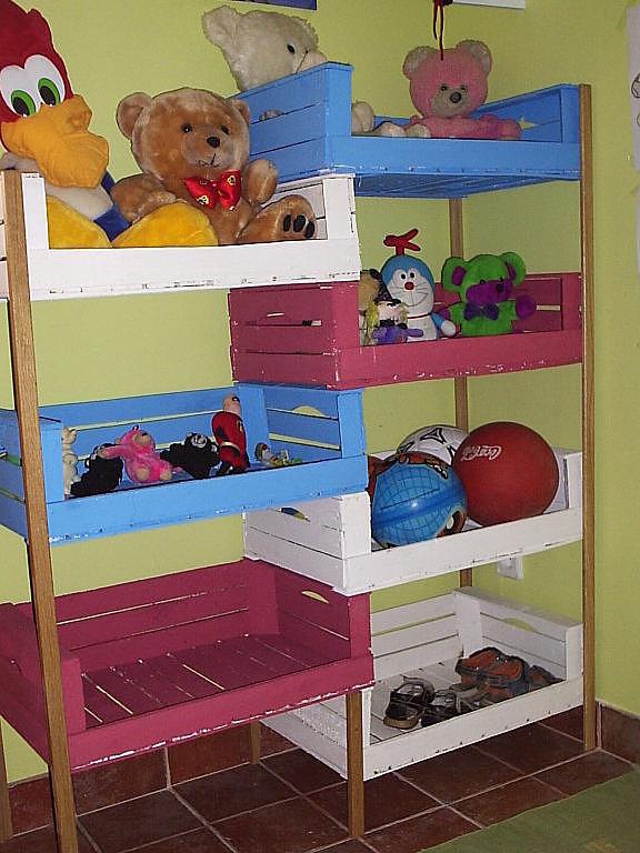 Ideas para compartir de mama ideas con cajas de madera - Estantes para guardar juguetes ...