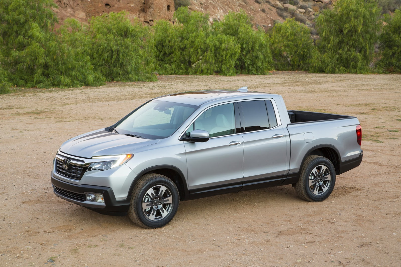 2017 Ridgeline Is Honda's New Soft Pickup Truck [Updated Gallery] | Carscoops
