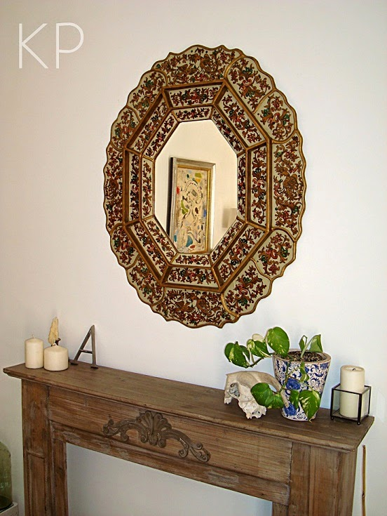 Espejo de pared vintage con formas irregulares, tamaño grande, colorido, alegre, con personalidad.