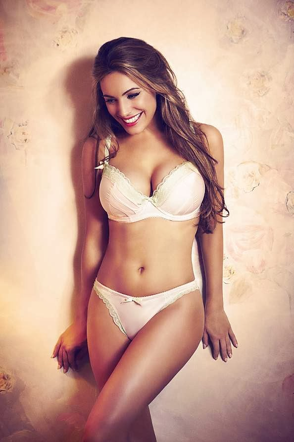 Simplemente bella Kelly Brook
