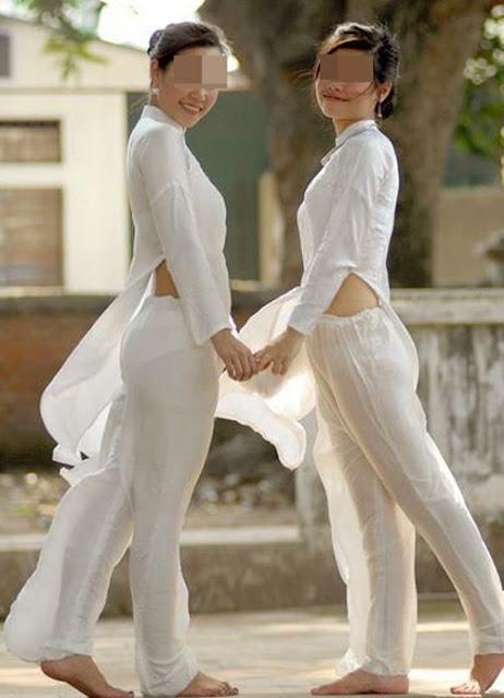 Nữ sinh với áo dài mỏng nhìn rõ đồ lót 24