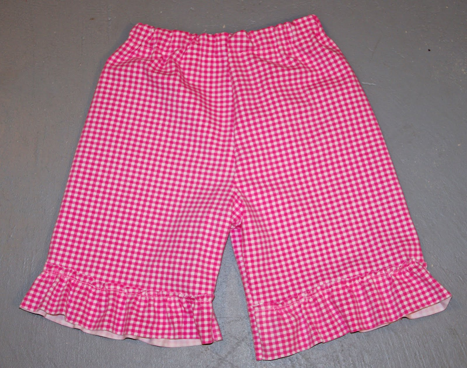 SquigglyTwigs Designs: Tuesday\'s Tute: Ruffle Shorts