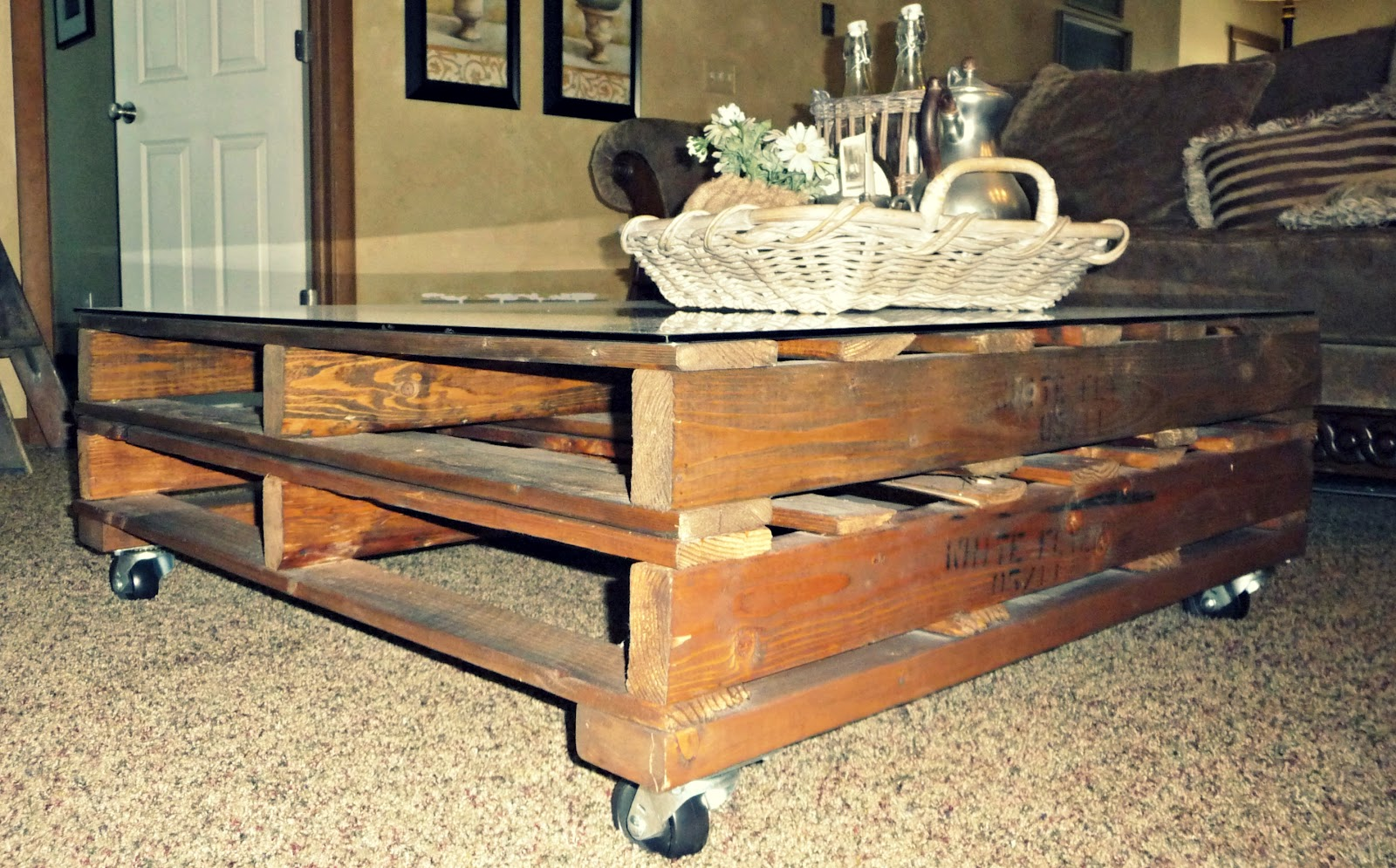 Creative Juices Decor: DIY Pallet Coffee Table Adds Character and ...