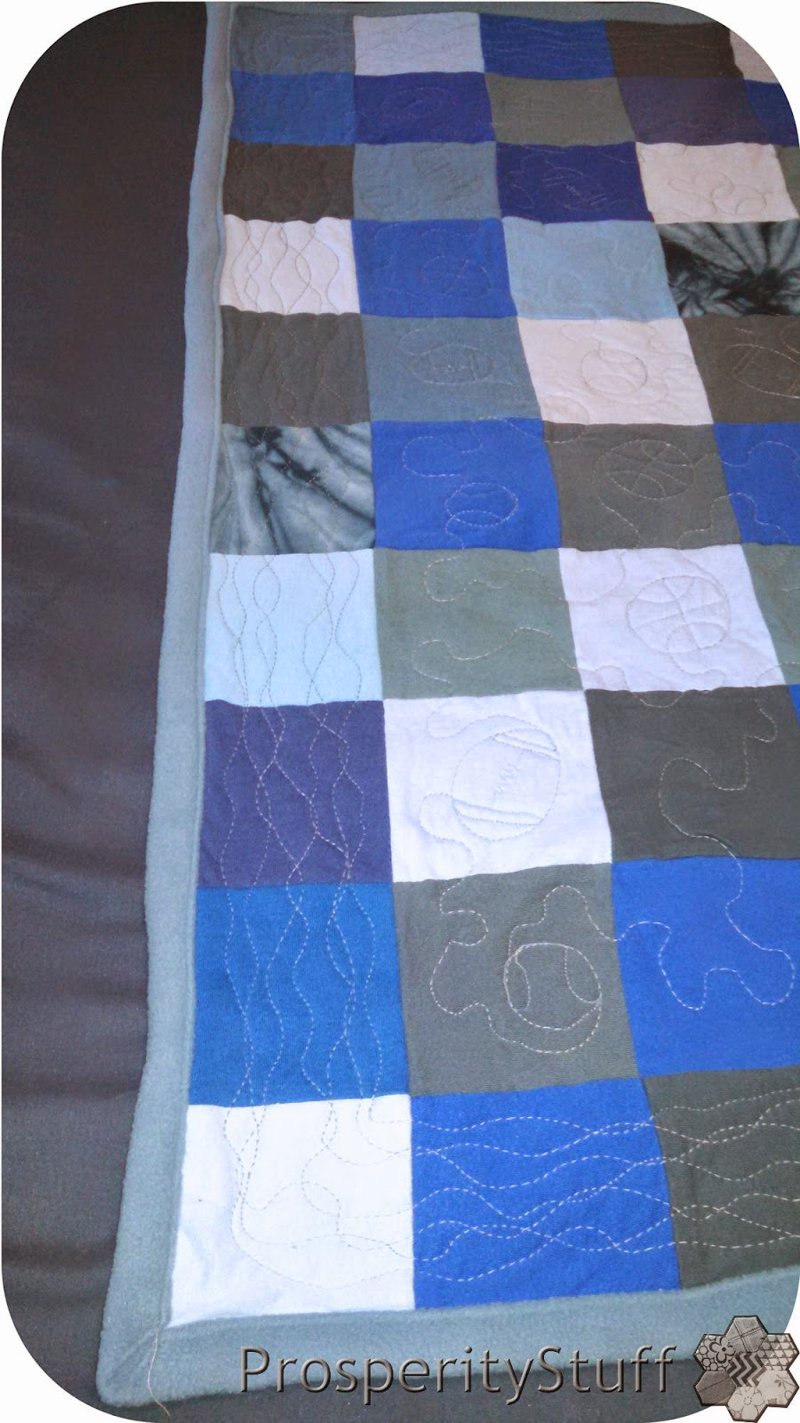 ProsperityStuff Quilts: Free-motion quilting wiggly border
