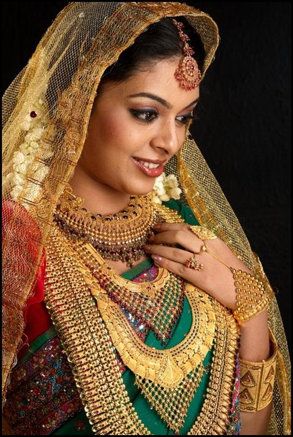 40 Beautiful Women Wearing Heavy Gold Jewelry - Stylishwife