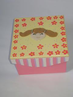 caixa boneca listrada