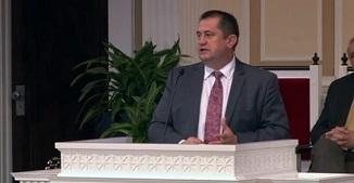 Pastorul Florin Cîmpean a fost amendat pentru ținerea slujbelor bisericești!