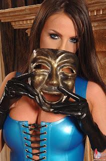 Latex Queen Kyra Sin