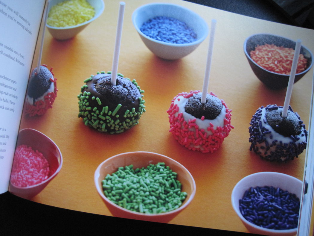 http://2.bp.blogspot.com/-cafjKGYIH1s/TVUs72CDDUI/AAAAAAAADhY/sP0SNfADkec/s1600/cake-pops-from-the-book-on-a-stick.jpg