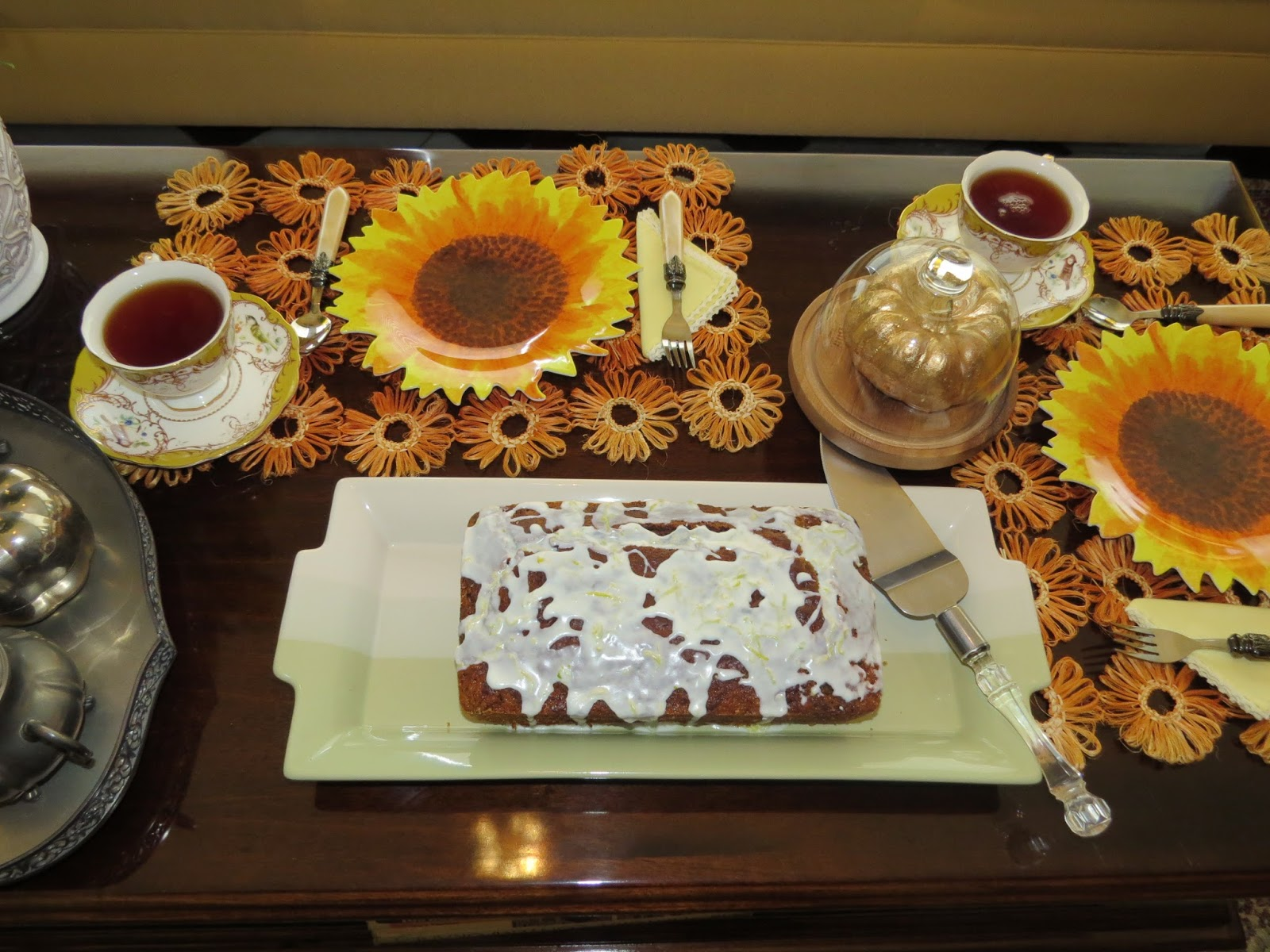 Fabby 39 s living fabby dark chocolate pumpkin swirl cake for Living room 5 minute chocolate cake