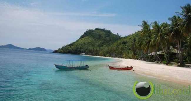 8. Objek Wisata Pantai Pulau Sikuai Sumatera Barat