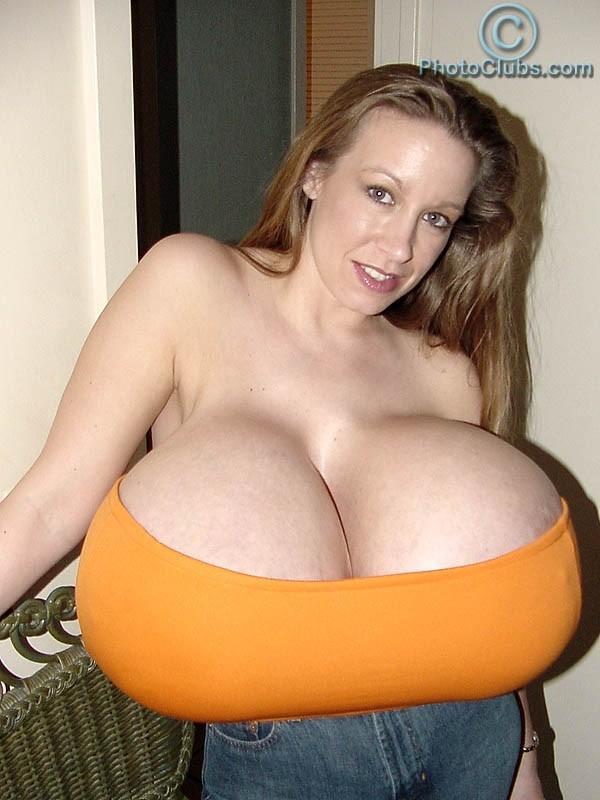 images881633 ChelseaCharms nguckhung2 Ảnh nóng những bộ ngực siêu khủng lớn nhất thế giới