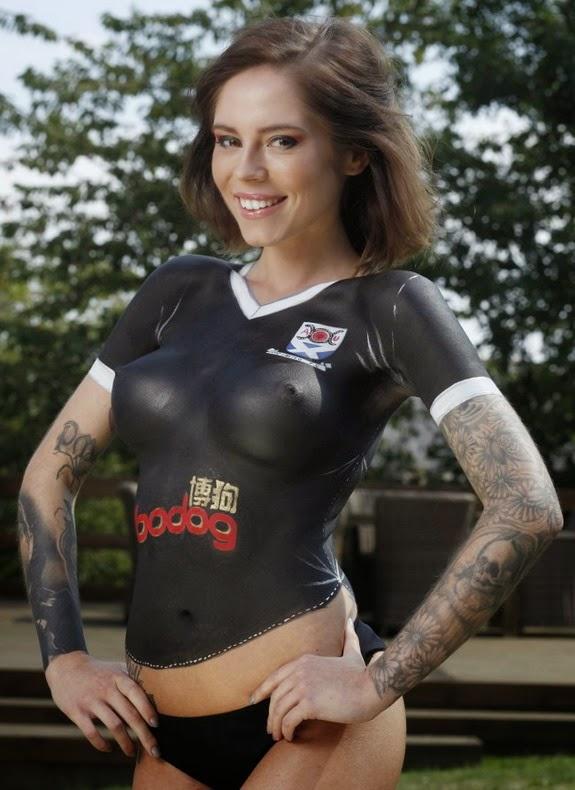 Topless Model In Bodypaint 72bidadari.blogspot.com
