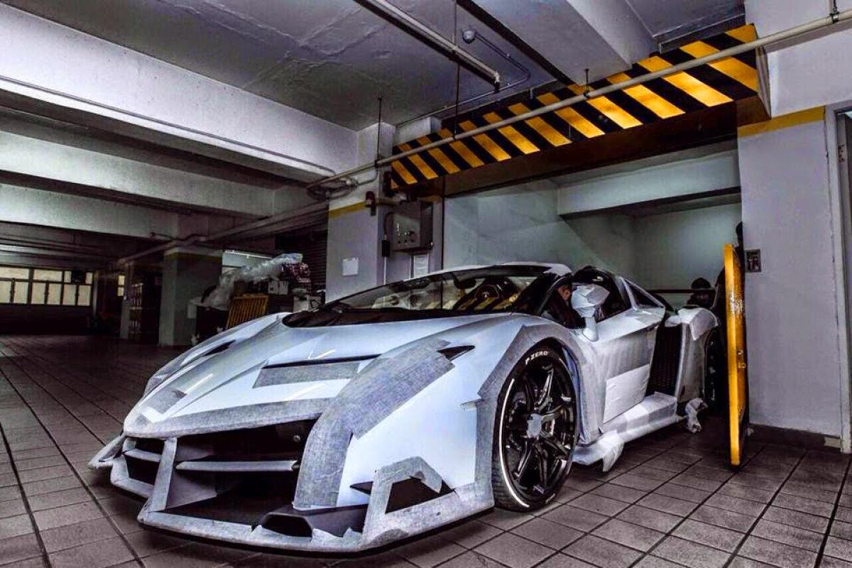 Lamborghini Veneno Roadster صور سيارات: لامبورجيني فينينو رودستر عند خروجها وذهاب الى معرضها الخاص
