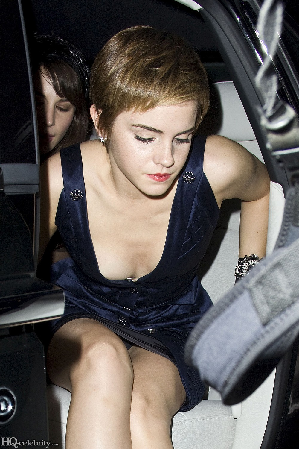 Car Modifikation Emma Watson In Blue Suit With Most Light Makeup
