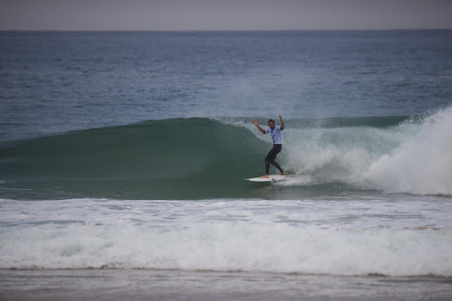 23 Frederico Morais Moche Rip Curl Portugal 2015 Foto WSL Poullenot Aquashot