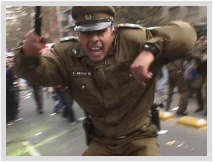 IMPACTANTE VIDEO DEL ABUSO DE CARABINEROS EN DESALOJO DE U.