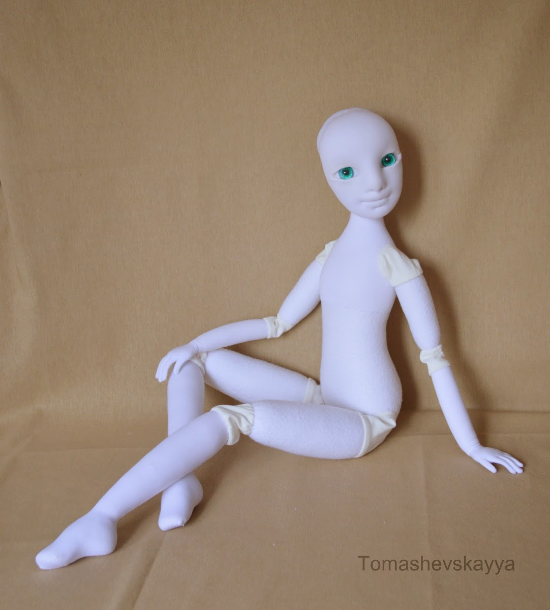 Картинка шарнирная кукла. Фото красивая кукла