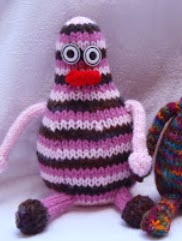 http://translate.googleusercontent.com/translate_c?depth=1&hl=es&rurl=translate.google.es&sl=en&tl=es&u=http://stana-critters-etc.blogspot.com.es/2012/04/knitting-pattern-for-fateaters.html&usg=ALkJrhjTUWqkaDKwCfYienlyCZMe2c2RgA