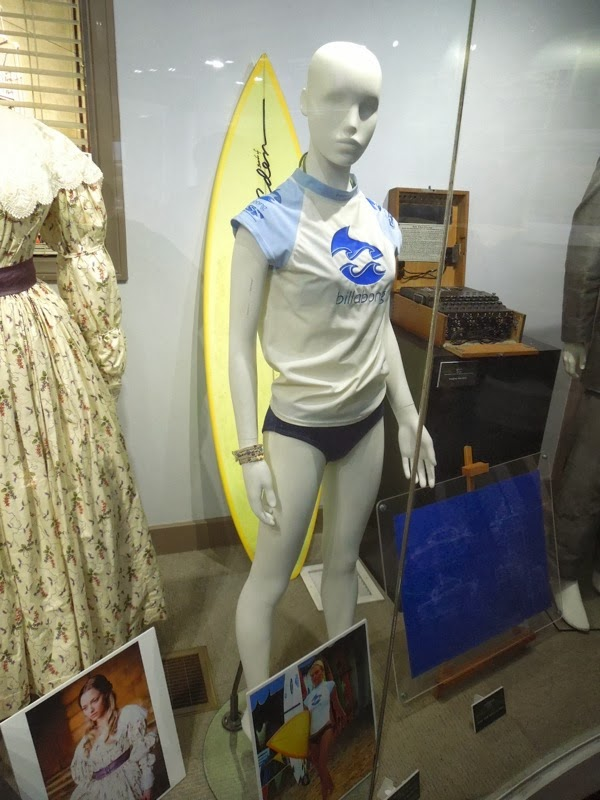 Kate Bosworth Blue Crush surfing outfit
